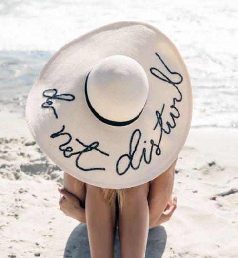chapéu com nome bordado
