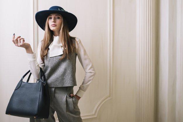 Dicas de como usar chapéu com bolsas valentino